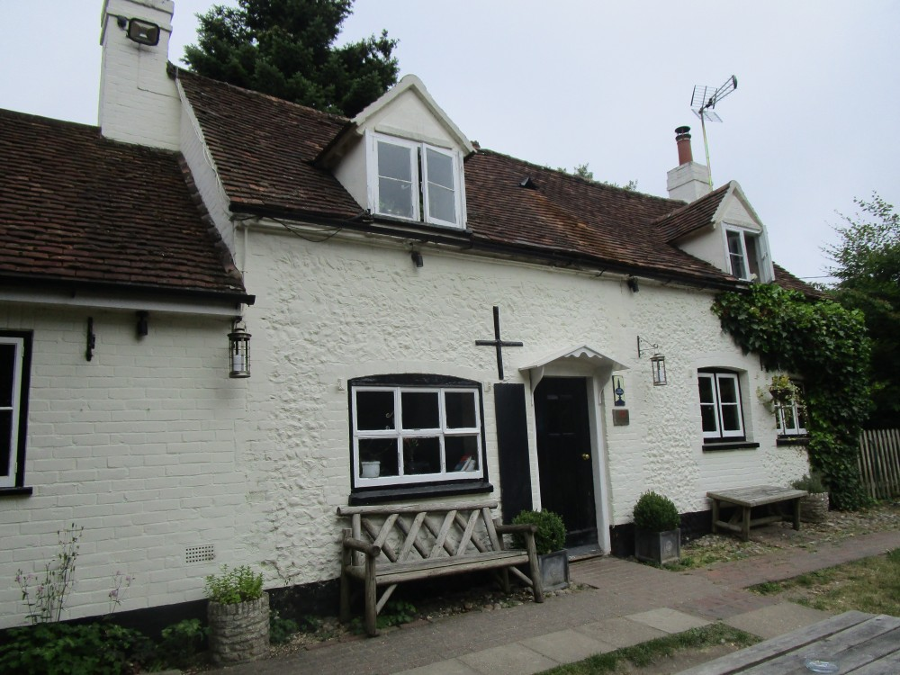 Henley area dog-friendly pub and dog walk, Oxfordshire - Oxfordshire dog walk with dog-friendly pub