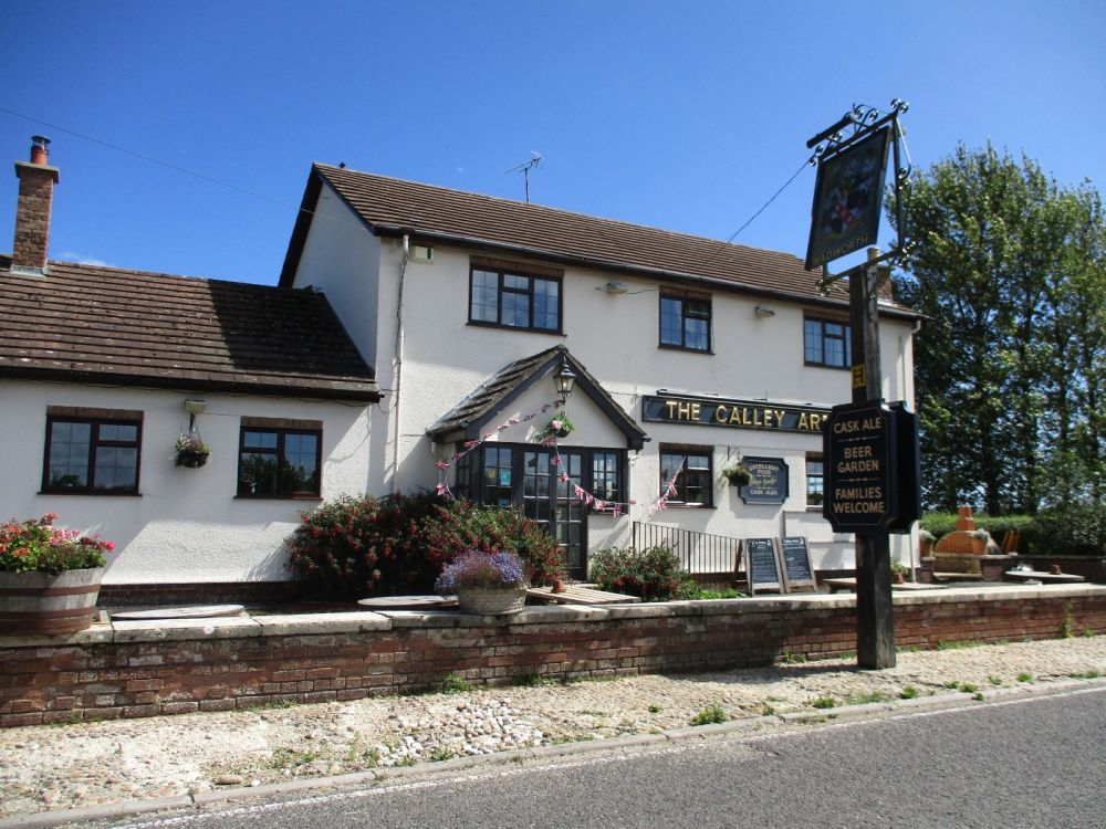 M4 junction 15 village pub and dog walk, Wiltshire - Wiltshire dog-friendly pub and dog walk.JPG