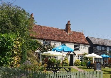 Quiet country pub and dog walk, Suffolk - Suffolk dog-friendly pub and dog walk