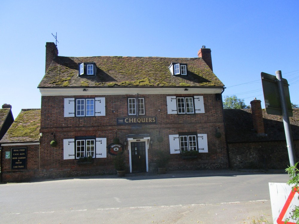 Thames Valley dog-friendly pub and dog walk, Buckinghamshire - Buckinghamshire dog walk and dog-friendly pub