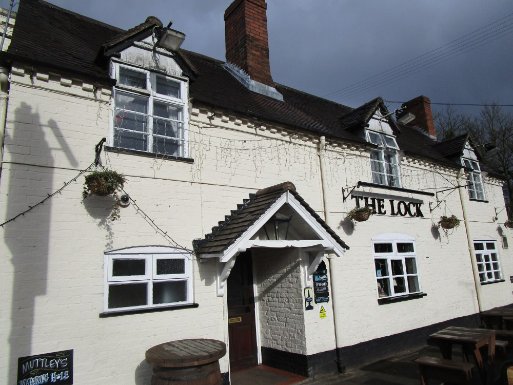 Wolverley dog-friendly pub and dog walk, Staffordshire - DwD-Wolverley-dog-friendly1