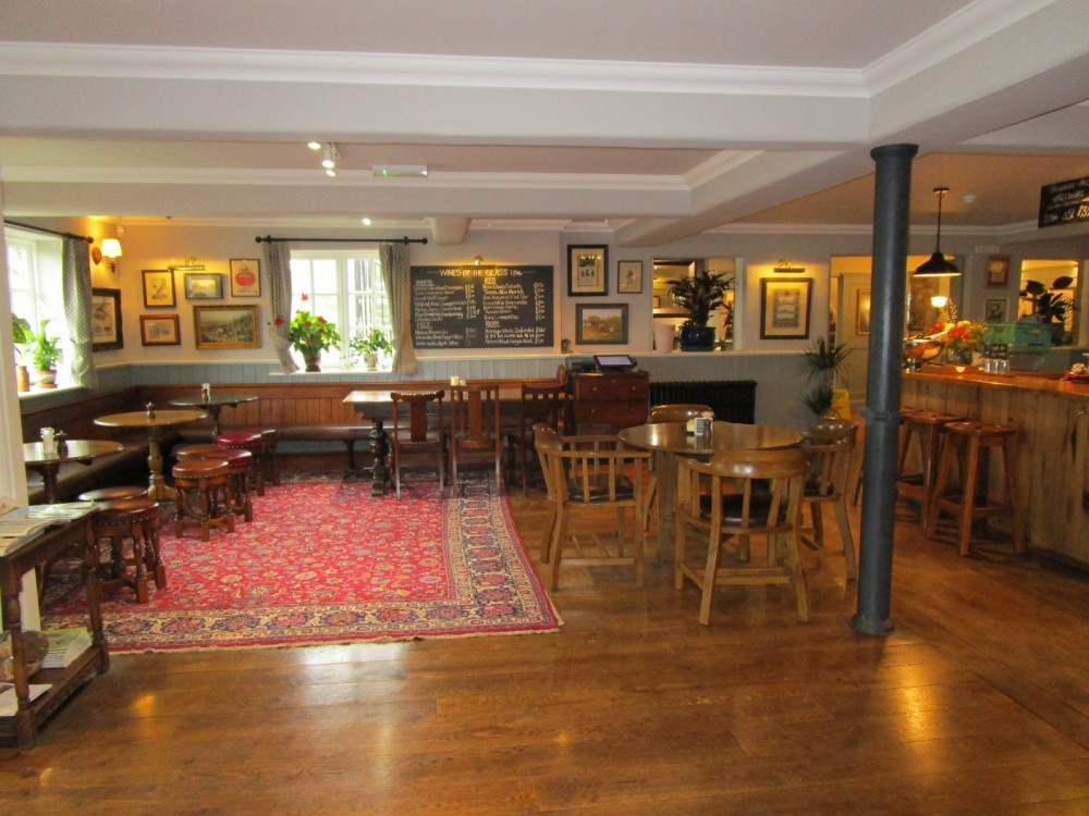 A25 dog-friendly pub near Oxted, Surrey - Surrey dog-friendly pubs.JPG