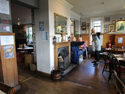 A227 Top quality poochie pub with walks, Kent - Driving with Dogs