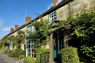 Lamb Inn dog-friendly pub in Hindon, Wiltshire - Driving with Dogs