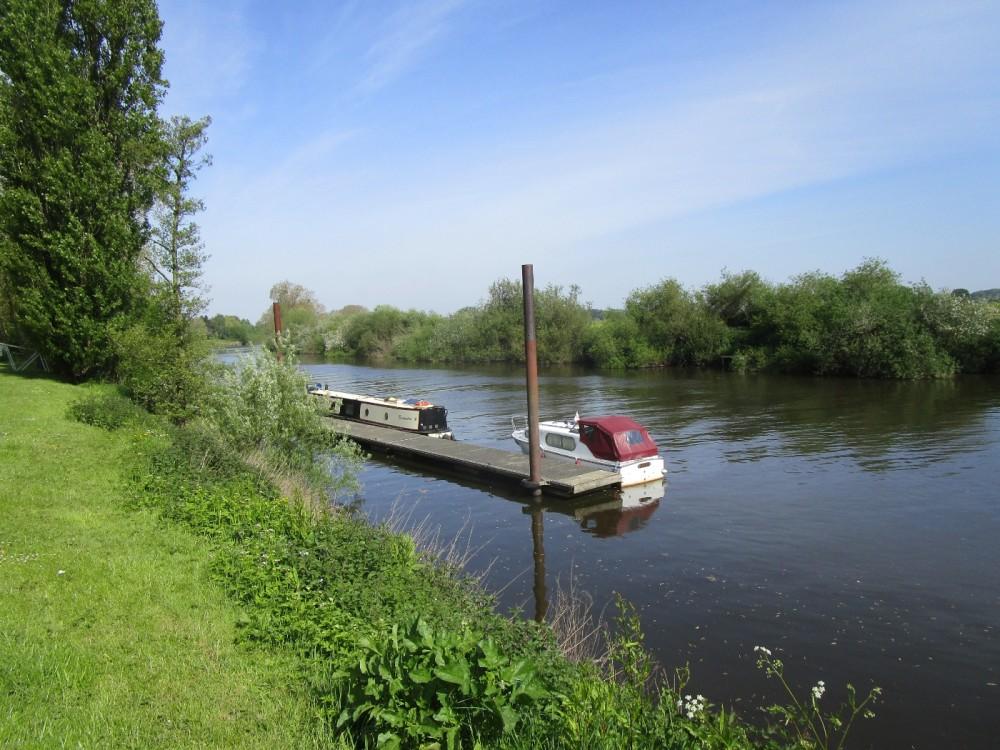 Riverside dog walk and dog-friendly hotel, Worcestershire - Worcestershire dog-friendly pub and dog walk.JPG
