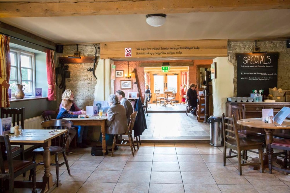 A30 and A350 dog-friendly dining inn Shaftesbury, Dorset - Dorset dog friendly pub
