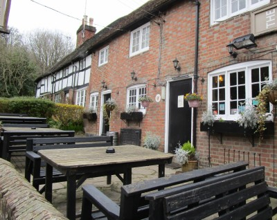 A281 dog-friendly pub and walk near Southwater, West Sussex - Driving with Dogs