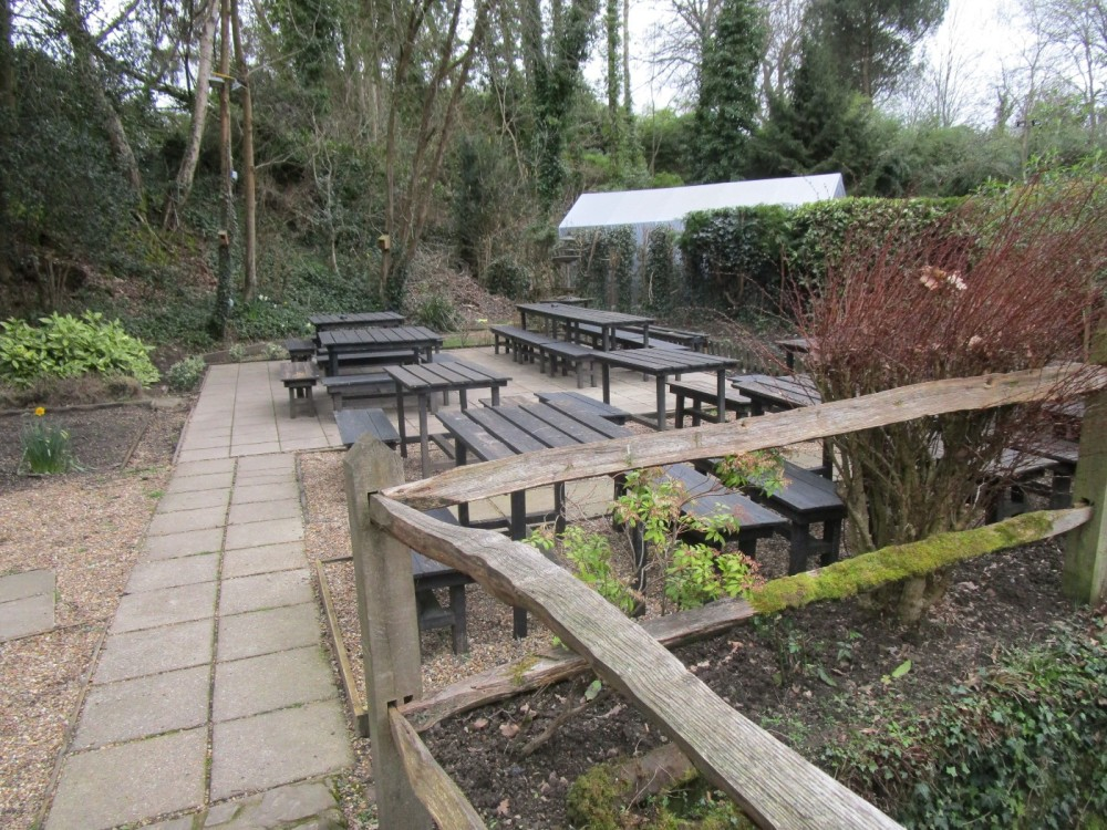 A281 dog-friendly pub and walk near Southwater, West Sussex - Dog-friendly pub with dog walk Sussex.JPG