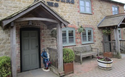 A283 dog-friendly country inn with B&B near Petworth, West Sussex - Driving with Dogs