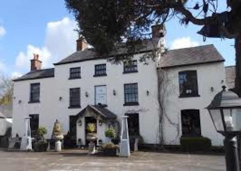 M6 Jct 18 dog-friendly inn and dog walk, Cheshire - vicarage-freehouse.jpg