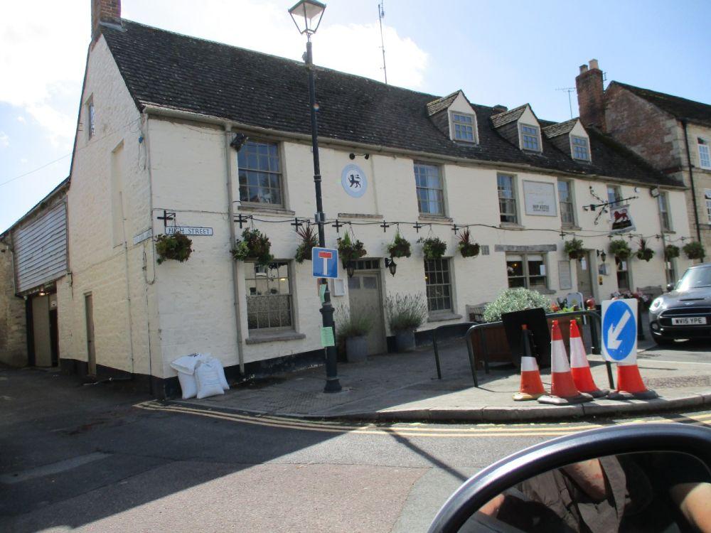 Cricklade dog-friendly inn with B&B and river walk, Wiltshire - Dog walk and dog-friendly pub Gloucestershire..JPG