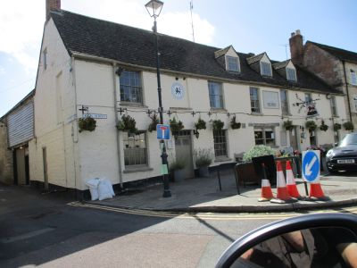 Cricklade dog-friendly inn with B&B and river walk, Wiltshire - Driving with Dogs