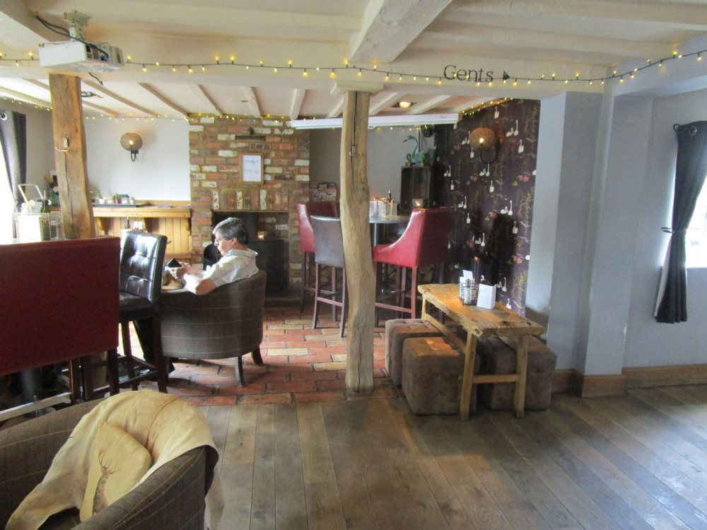 Hanley Swan dog-friendly dining pub, Worcestershire - Worcestershire dog walks and dog-friendly pubs.JPG