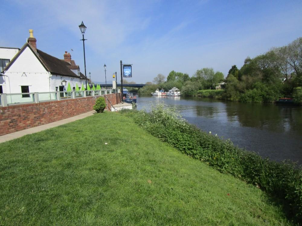 Riverside dog walk and dog-friendly hotel, Worcestershire - Worcester dog-friendly hotel and dog walk.JPG