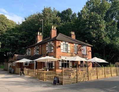 A30 doggiestop with pub and walk near Egham, Surrey - Surrey dog-friendly pub and dog walk