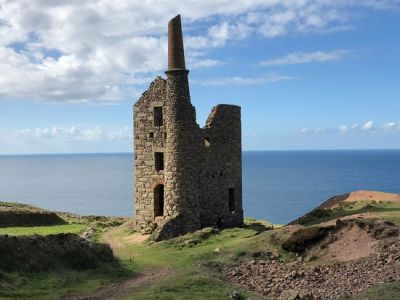 Dog-friendly pub and dog walk from Poldark, Cornwall - Driving with Dogs