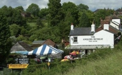 Dog-friendly pub offering good home-cooked grub, Bucks - Driving with Dogs