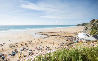 Dog-friendly beach near Newquay, Cornwall - Driving with Dogs
