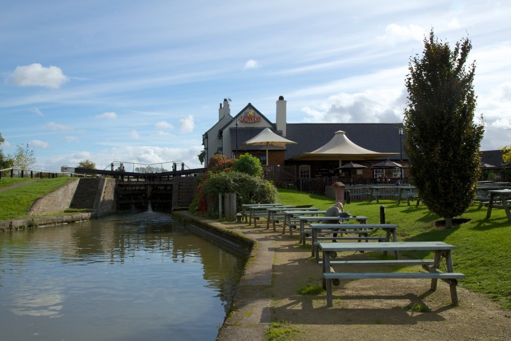Dog-friendly pub near Leighton Buzzard, Bedfordshire - Bedfordshire dog-friendly pubs.jpg