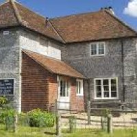 M3 dog-friendly pub with dog walk near Winchester, Hampshire - Dog-friendly pub and dog walk near WInchester