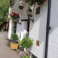 M4 dog friendly pub and dog walk, Berkshire - Berkshire dog walk and dog friendly pub