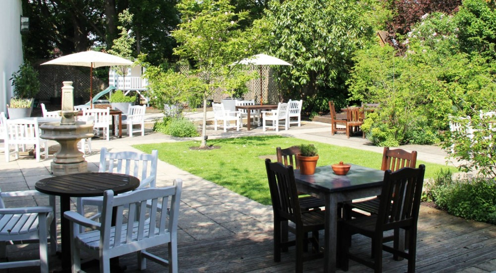 Riverside walk near the M40, Berkshire - Berkshire dog walk and dog friendly pub