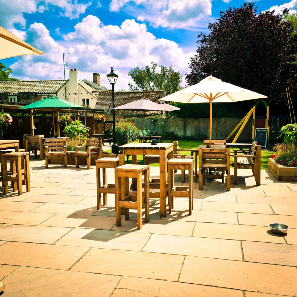 Accessible walk near the A14 with pub and parking, Cambridgeshire - Cambridgeshire dog-friendly pub and dog walk