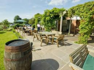 Country pub and dog walk near Chester, Cheshire - Driving with Dogs