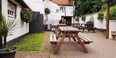 Dog-friendly pub near Ely, Cambridgeshire - Driving with Dogs