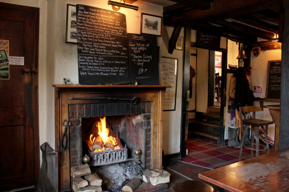 A4 dog-friendly pub and dog walk near Maidenhead, Berkshire - Berkshire dog walk and dog friendly pub