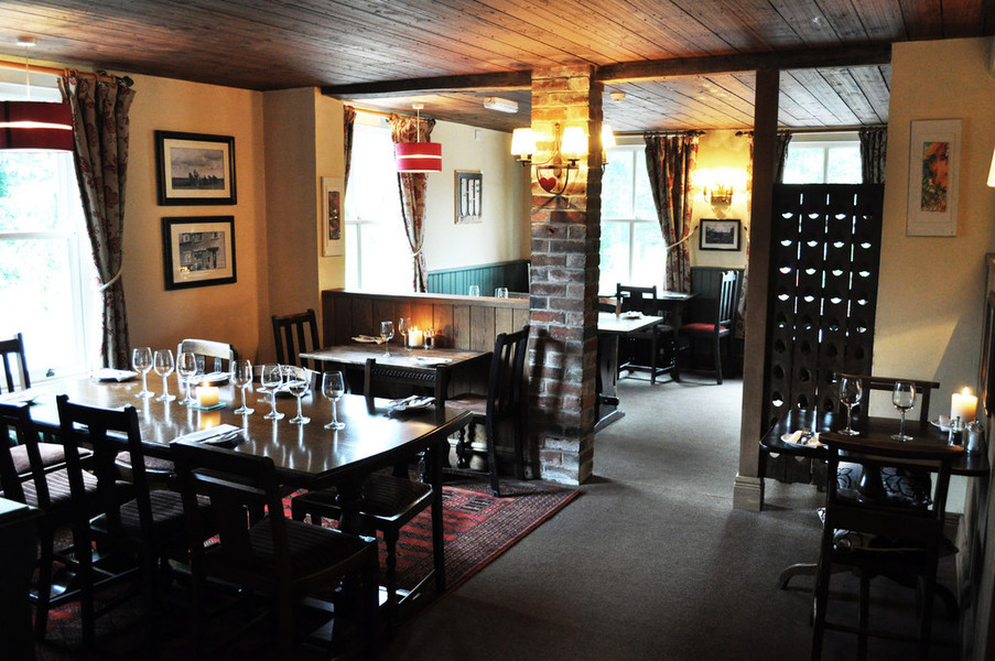 Dog-friendly village pub and dog walk near Devizes, Wiltshire - Wiltshire dog friendly pub and dog walk