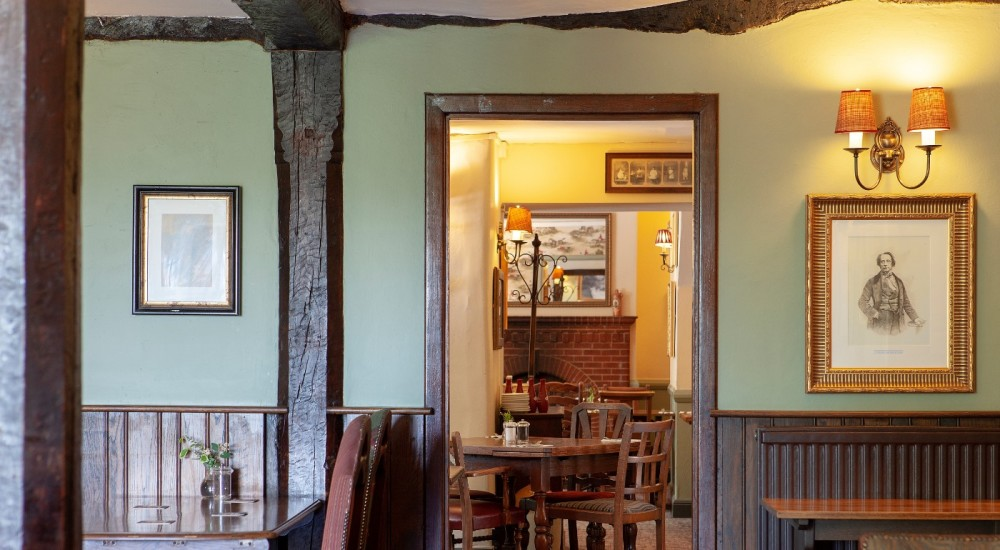 A4 dog-friendly pub and dog walk near Marlborough, Wiltshire - Wiltshire dog-friendly pub and dog walk