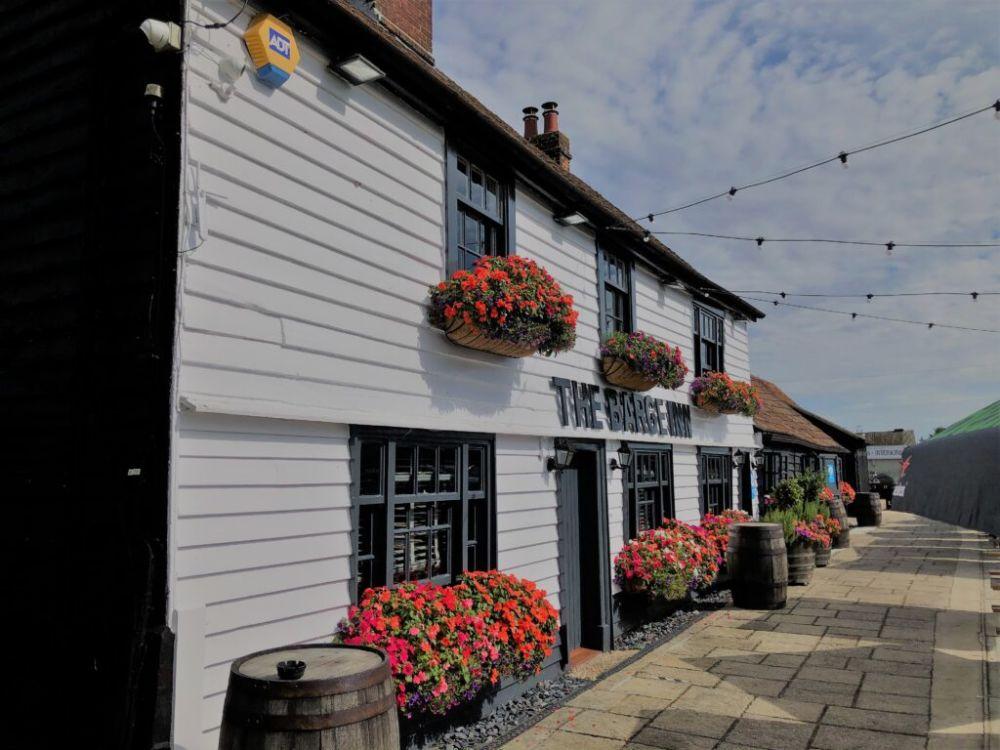 A130 Dog-friendly pub on the Crouch near Wickford, Essex - Essex dog-friendly pub and dog walk