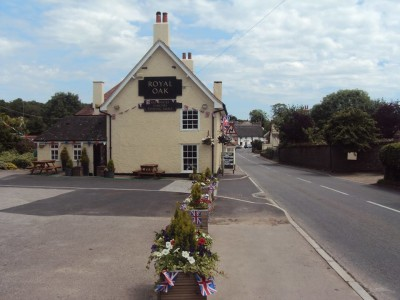 Milborne doggiestop with walk and pub, Dorset - Driving with Dogs
