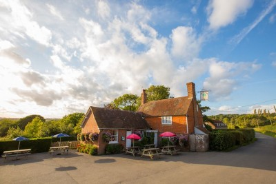 High Weald dog-friendly pub, East Sussex - Driving with Dogs