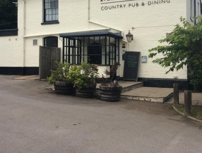 A3057 dog-friendly pub and dog walk near Romsey, Hampshire - Driving with Dogs