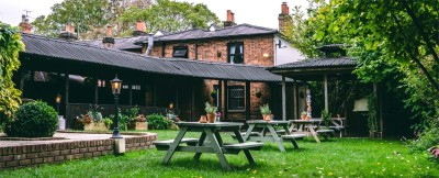 A404 dog friendly pub and dog walk near Maidenhead, Berkshire - Driving with Dogs