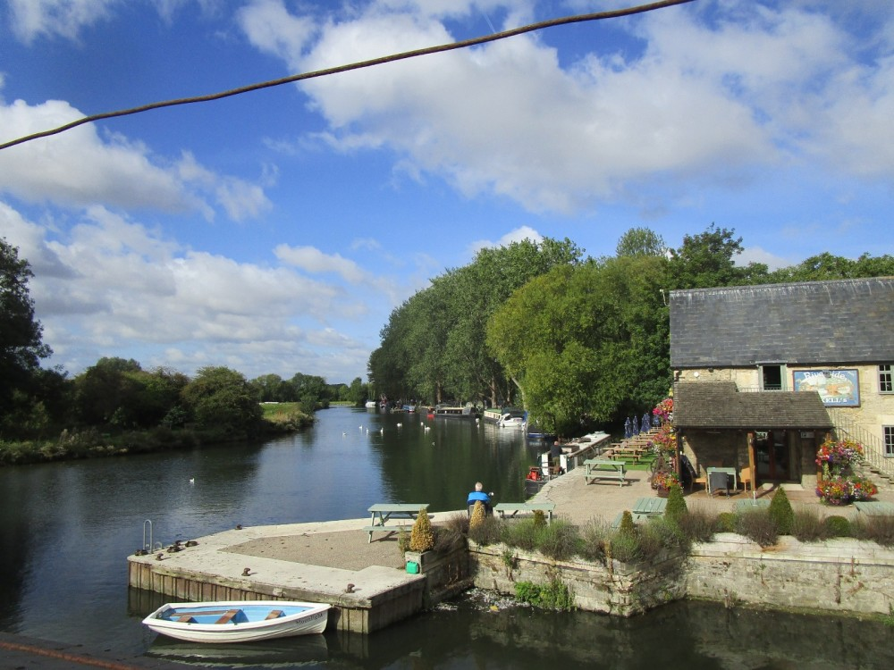 A361 Riverside pub/cafe and dog walk, Gloucestershire - Cotswold-dog-walk-and-pub.JPG