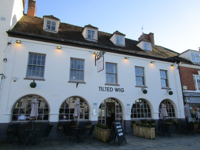 Tilted Wig dog-friendly pub in Warwick, Warwickshire - Driving with Dogs